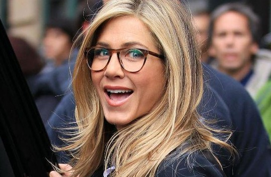Jennifer_Aniston_oliver-peoples-sunglasses_the+spectacle-trolley+square-salt+lake+city-DebaDoTell